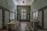 Forgotten bathroom - Celina Dorrestein